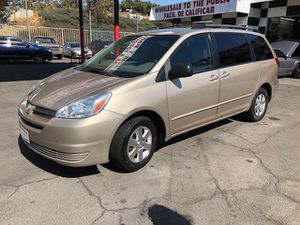 2005 Toyota Sienna for Sale in Los Angeles, CA