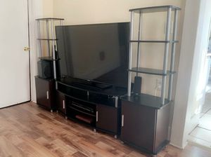 "Carson tv stand with 50"" Samsung smart tv for Sale in New Haven, CT"