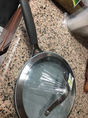 Fry pan with lid for Sale in Diamond Bar, CA