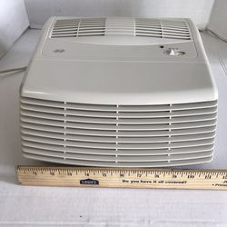 Air Purifier Hunter Fan Co. Model 30010 Desktop Tabletop 2 Speed Air Filter Purifier. *Works good but needs new HEPA filter. Sold AS-IS for Sale in Fontana,  CA