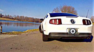 Ford Mustang 2010 manual 5 speed for Sale in Cincinnati, OH