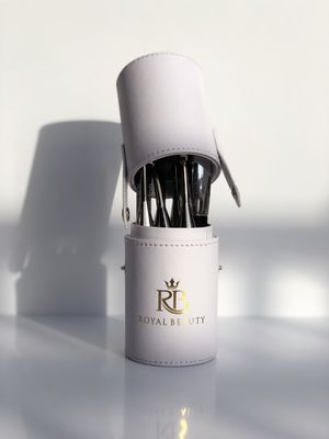 ROYAL BEAUTY LUXURY CASE (WHITE) for Sale in Falls Church, VA