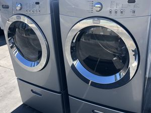 Frigidaire Washer and Gas Dryer set with pedestals for Sale in San Diego, CA