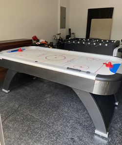 Air Hockey Table for Sale in Pompano Beach,  FL