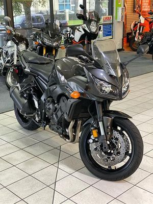 2015 YAMAHA FZ1 MOTORCYCLE0 CLEAN TITLE for Sale in Fort Lauderdale, FL