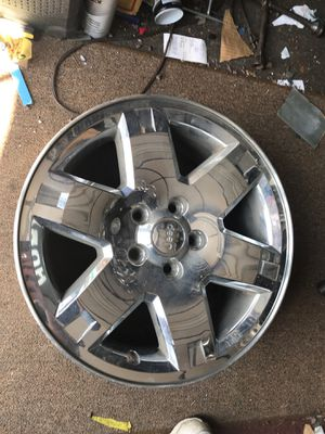 "Jeep Liberty chrome clad 17"" wheel 2005-2007 for Sale in Farmingdale, NY"