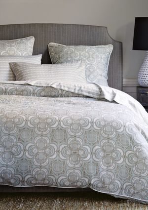 Serena&Lily Wyeth Duvet and 2 Euro Shams for Sale in Alexandria, VA