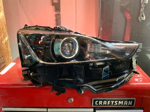 2018-2019-2020 LEXUS IS HEADLIGHT RIGHT PASSENGER SIDE OEM for Sale in Gardena, CA