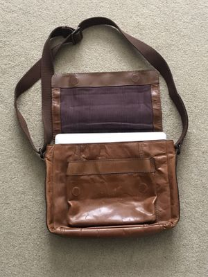 Very nice genuine leather FOSSIL messenger bag! for Sale in Seattle, WA