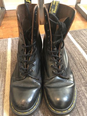 Used Doc Martens boots all leather unisex for Sale in Denver, CO