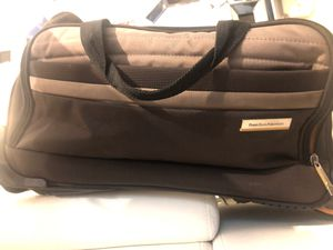 Beautiful duffel bag Perry Ellis - like new - has wheels for Sale in Fort Lauderdale, FL