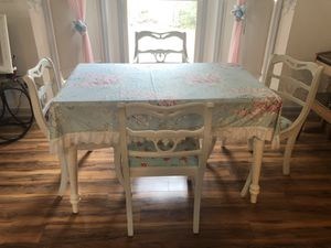 Dining table with 4 chairs, beautiful set 150$ for Sale in Cumming, GA