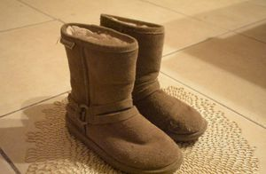 Bear paw/ high top brown fur boots for Sale in Tampa, FL
