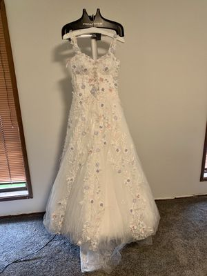 White designer wedding dress with flowers (size 8) for Sale in Kirkland, WA