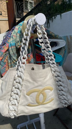 White Chanel leather bag for Sale in Los Angeles, CA