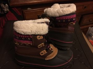 Sz 4 London Fog Snow boots Girls for Sale in York, PA
