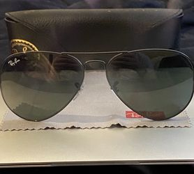 Ray Ban Aviator Sunglasses for Sale in Watertown,  MA