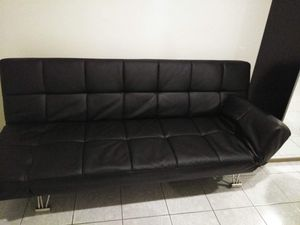Sofá negro semi nuevo for Sale in Los Angeles, CA