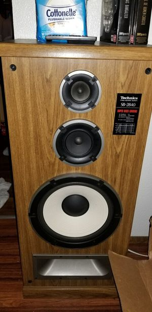 Technique speakers w/amplifier and turntable for Sale in West Linn, OR