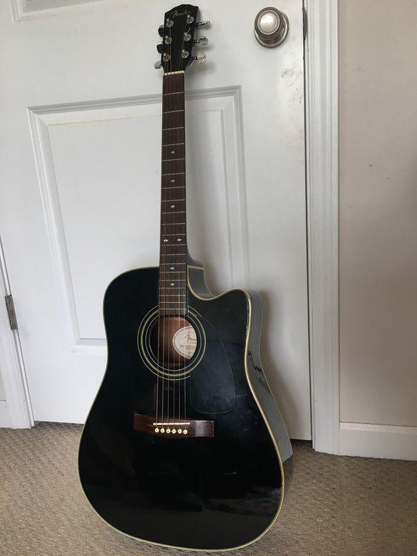 9cbcaeda706 Black Fender Acoustic Guitar (DG31SCE) with Martin & Co Hard Case ...