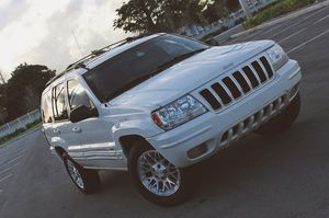 Beautiful 2OO4 Jeep Grand Cherokee AWDWheels Clean for Sale in Naperville, IL