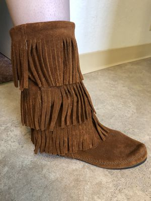 Minnetonka Fringe Boots size 9 for Sale in Novato, CA