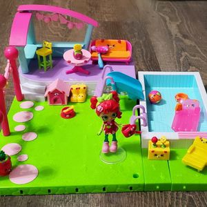 Shopkins Happy Places Pool And Sun Deck+ Rosie Bloom Lil' Shoppie. for Sale in Newnan, GA