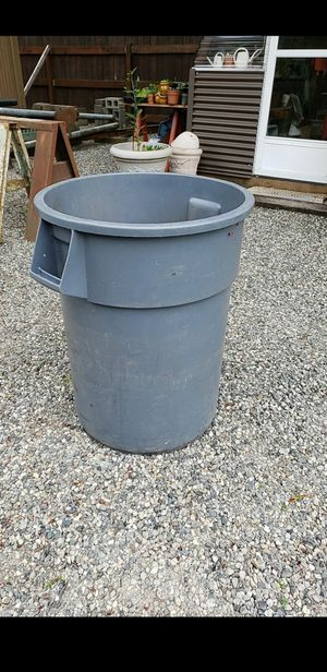 Rubbermaid BRUTE garbage can for Sale in Fife, WA