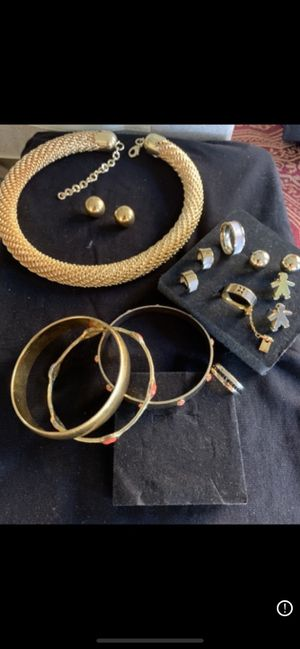 Set of Necklace, bracelets,4 pairs of earrings and 3 rings for Sale in Pembroke Pines, FL