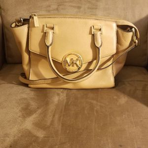 Michael Kors Leather Hudson Purse for Sale in Fresno, CA