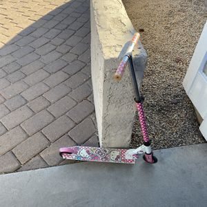 Girls Children's Hello kitty Scooter *Must see!* for Sale in Mesa, AZ