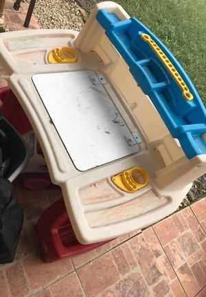 Kids desk for Sale in Kissimmee, FL