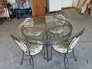 48 inch glass top table with chairs for Sale in Selma, CA