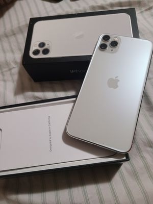 Iphone 11 pro max 64 gb unloked for Sale in Baltimore, MD