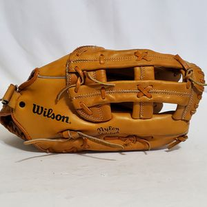 "WILSON A9815 13.5"" Tan Leather Baseball Softball Glove RHT for Sale in Brookfield, IL"