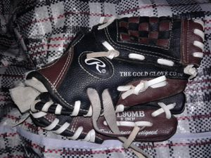 "Rawlings 9"" BASEBALL GLOVE for Sale in Baltimore, MD"