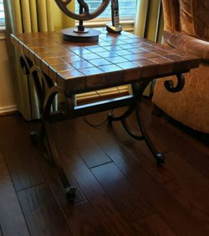 End Table from Haverty's for Sale in Pflugerville, TX