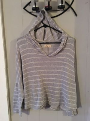 Hollister shirt 👚 with hoodie size Large for Sale in Gastonia, NC