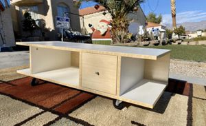 Beautiful coffe table whit one drawer( FREE DELIVERY 🚚 ) USED/EXCELLENT CONDITIONS for Sale in North Las Vegas, NV