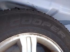 Rim and tires Kia Sorento 245-70-16 for Sale in Oak Lawn, IL