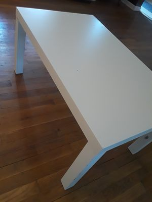 Coffee table, white color. for Sale in Rockville, MD