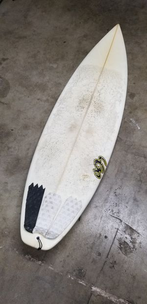 "5' 9.5"" Chris Gallagher surfboard with glass on fins for Sale in Riverside, CA"