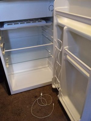 Mini fridge works (sorry for reprice ) for Sale in Tacoma, WA