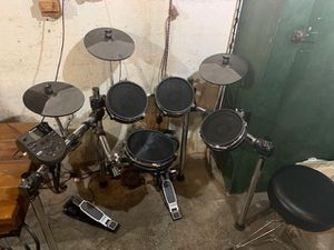 Alexis nitro electric 8 piece drum set for Sale in Portland, OR