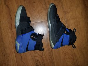 Nike zoom lebron soldier 10 big kids shoes size 6.5Y for Sale in Columbia, MD