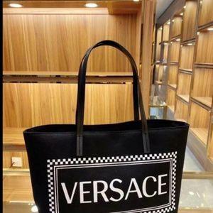 Womens Handbag for Sale in Inglewood, CA