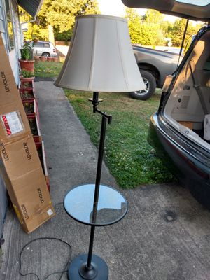 Floor lamp in very good condition. for Sale in Kent, WA
