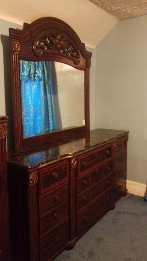 King bedroom set for Sale in Hamtramck, MI