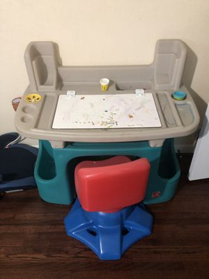 Kids desk and chair for Sale in Pasadena, TX