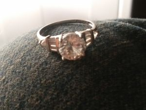 Stunning 10kt Gold Engagement Ring With Diamond for Sale in Wichita, KS